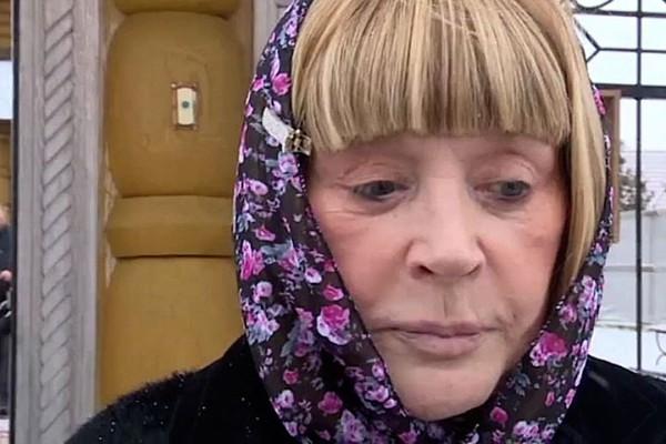 Алла Пугачева вышла к журналистам без грима