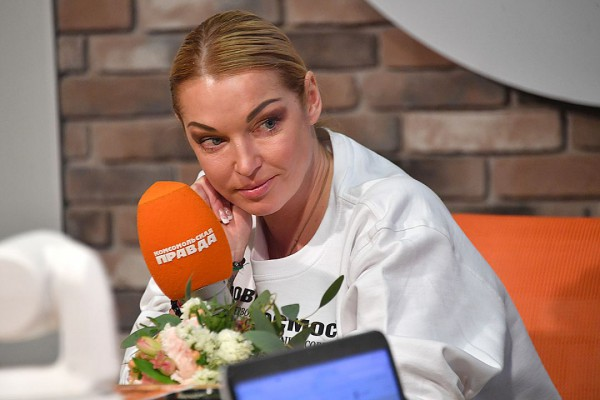 Волочкова об опубликовавшем ее интимные фото: Потребую в суде 10 млн долларов, но, если он нищеброд, соглашусь и  на рубли
