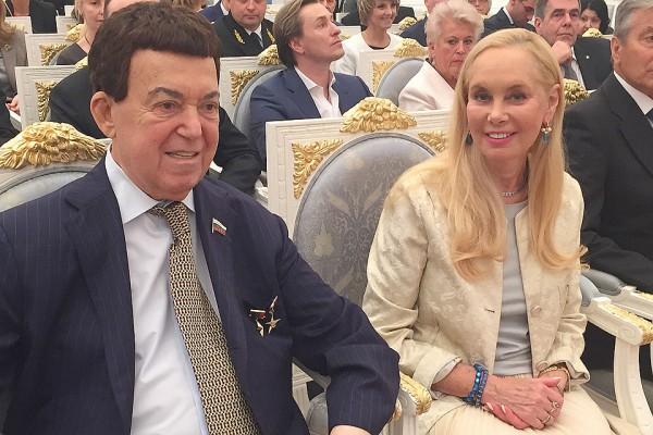 Иосиф Кобзон: Я никогда не надеваю награды. С Золотыми Звездами хожу только в Кремль и в «Комсомолку»